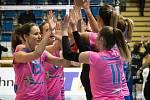 Prostějovské volejbalistky (v růžovém) prohrály s Albou Blaj 0:3 a v CEV Cupu končí.