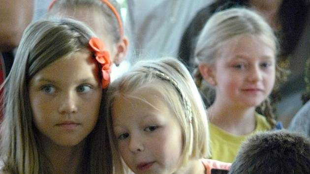 Do základní školy v Čechách pod Kosířem dorazilo prvního září přes šedesát žáků. Včetně osmnácti prvňáků.