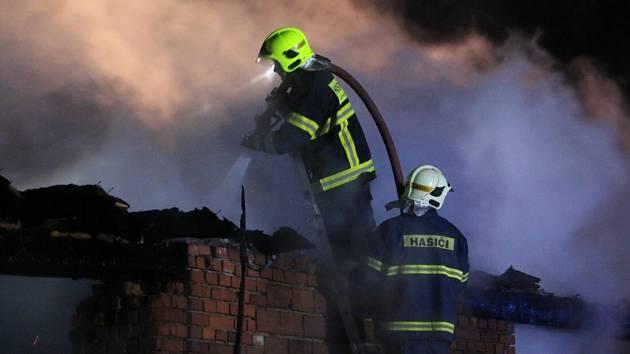 Požár rodinného domku, stodol a přístaveb v Šubířově