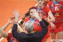 Volejbalistky Prostějova (v červeném) porazily doma v derby Olomouc 3:2 na sety.
