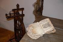 Kolovrat a špalíček jarmarečních písní bývaly symboly adventního období. Snímek Deníku z Muzea Prostějovska