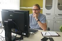 Radim Šlachta, vedoucí Sport Agel Clinic v Prostějově, při on-line rozhovoru Deníku