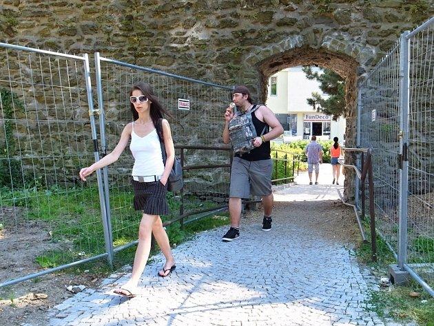 Průchod hradbami ve Smetanových sadech v Prostějově