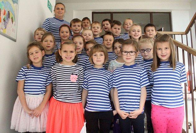 Žáci 1.třídy ze ZŠ Plumlov spaní učitelkou Janou Zelenou
