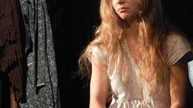 Židovská dívka Tajbele hledá lásku a nachází démona.