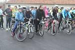 Opět přes sto! Do Žárovic se sjeli běžci, cyklisté ale také chodci z širokého okolí. Čekal je vánoční výstup na drahanský kopec.