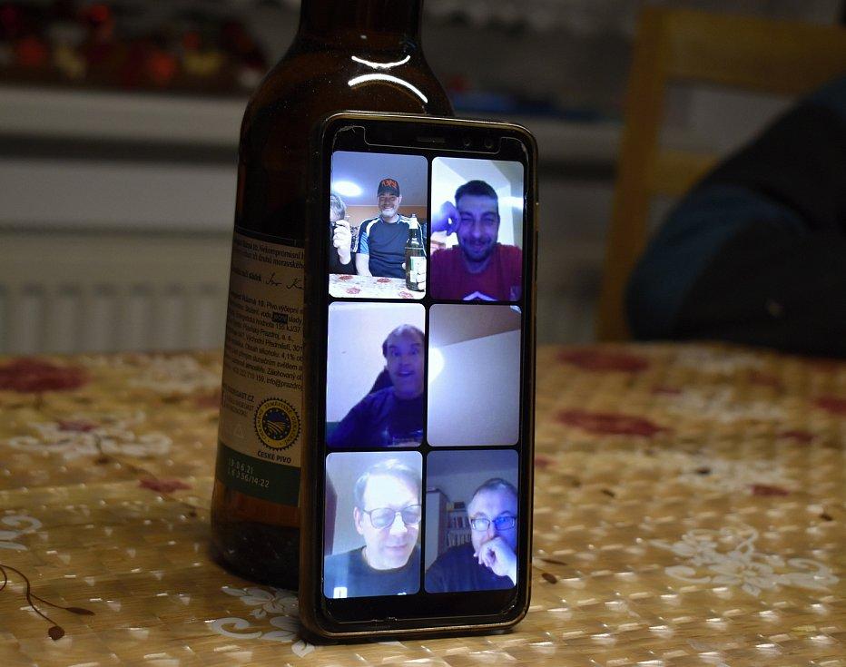 Nezamysličtí Mažoreti a jejich videohospoda
