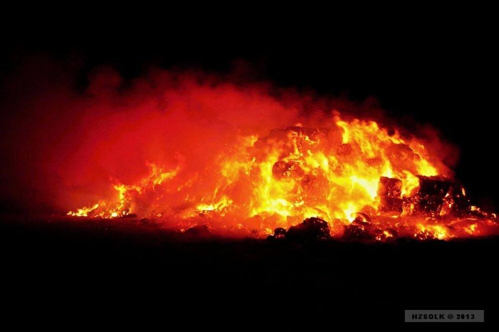 Požár stohu slámy u Želče