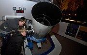 Členové astronomického kroužku Gemini v prostějovské hvězdárně.