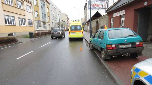 Cyklistka skončila po srážce v nemocnici.