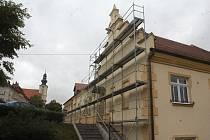 Oprava fasády na kostelecké radnici