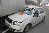 Žena skončila po srážce s náklaďákem v nemocnici.