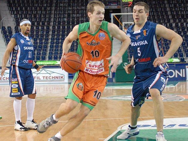 Pivot BK Prostějov Alexandar Bojič (vpravo) už se zotavil ze zdravotních komplikací.