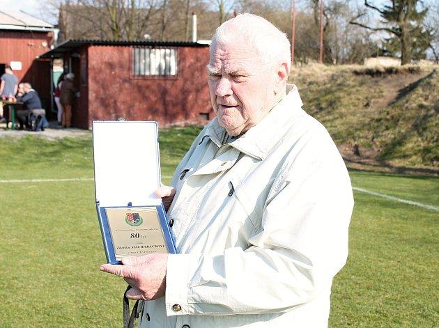 Fotbalový funkcionář Zdeněk Macharáček se letos dožil osmdesáti let.