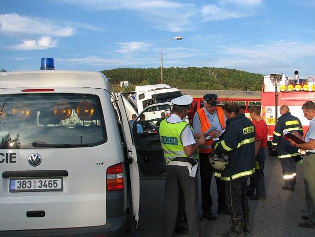 Příčiny havárie se vyšetřují.