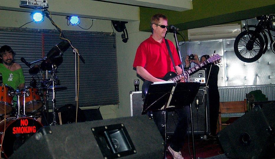Koncert kapely Znouzectnost v protějovském klubu Apollo 13