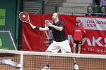 Závěrečný den prostějovského tenisové turnaje nabídl také exhibici zlatých olympioniků. Aleš Valenta