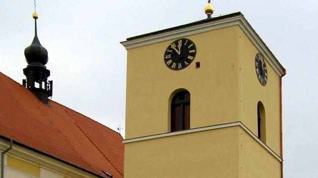 Věž u kostela svatého Jana Křtitele v Určicích prošla rekonstrukcí. Spolu s ní byly restaurovány i věžní hodiny včetně hodinového stroje
