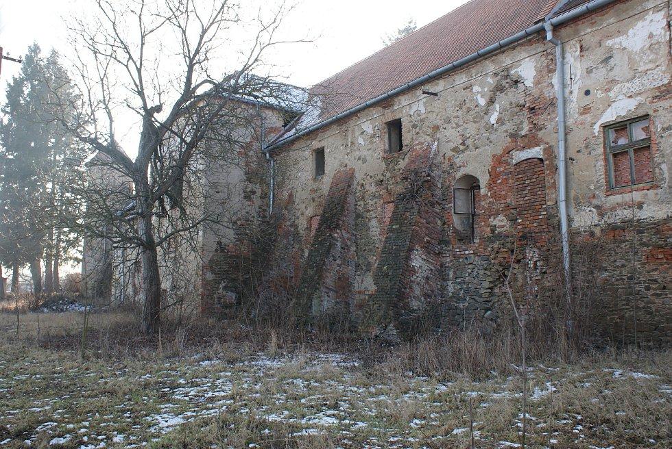 Neutěšený stav zámku ve Ptení - 9. února 2019