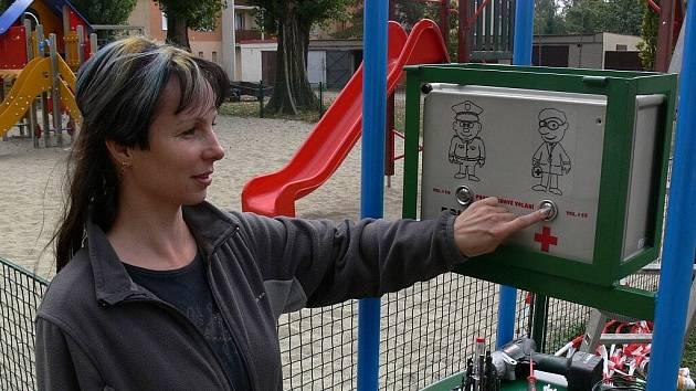 Na hřišti na Neumannově náměstí v Prostějově fungují originální hodiny s bezpečnostním hlásičem