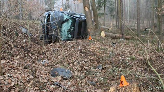 Nehoda Škody Octavia mezi obcemi Ptenský Dvorek a Suchdol