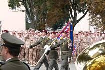 Vojáci, kteří se vrátili ze zahraniční mise, dostali v Prostějově vyznamenání.