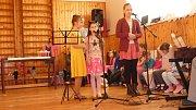 Přátelské posezení s hudbou a kulturním programem se ve Vrchoslavicích konalo již pošesté.