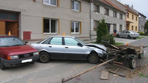 Nehoda koňského povozu v Čechách pod Kosířem