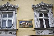 Nový prohlídkový okruh Prostějovem představuje sgrafity akademického malíře Jano Köhlera. Dům U tří zajíců, zastavení třetí.