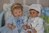 Unikátní výstavu panenek, které sbírají a také vyrábějí Monika a Nikol Chmelařovy, mohou návštěvníci vidět v prostějovském Společenském domě.