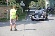 Na sto historických vozidel se v neděli před polednem sjelo do zámeckého parku v Čechách pod Kosířem. K vidění byly Pragy, Brouci, Auburny či Tatry.