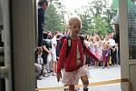 Děti nastupující do základní školy Jana Železného byli pasováni na prvňáčky.