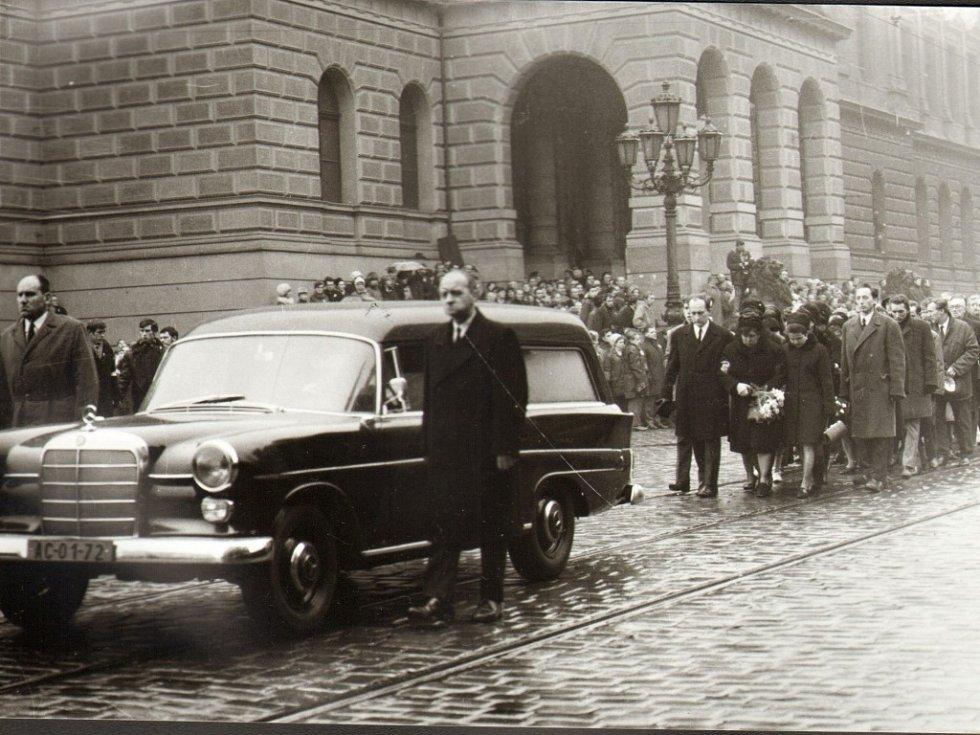 Snímky přerovského fotografa Františka Totha z pohřbu Jana Palacha