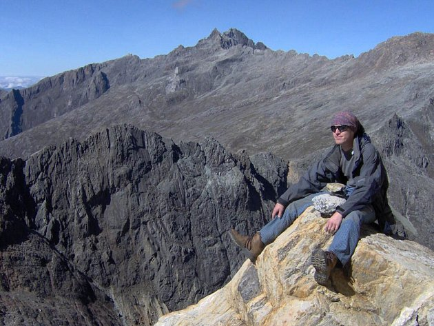 Jeden ze členů výpravy Libor Mořkovský a za ním nejvyšší hora Venezuely Pico Bolívar.