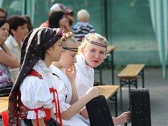 Milovníci folklóru se v sobotu odpoledne sešli v Kralicích na Hané. Místní soubor písní a tanců KLAS společně se soubory KLÁSEK a KLÁSEČEK zde uspořádaly už 15. ročník Kraleckých klebet