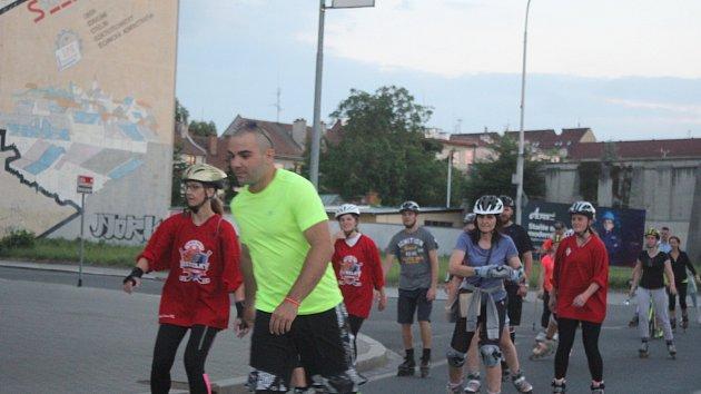 Obnovená tradice. Na sto třicet bruslařů vyrazilo v pátek večer do prostějovských ulic.