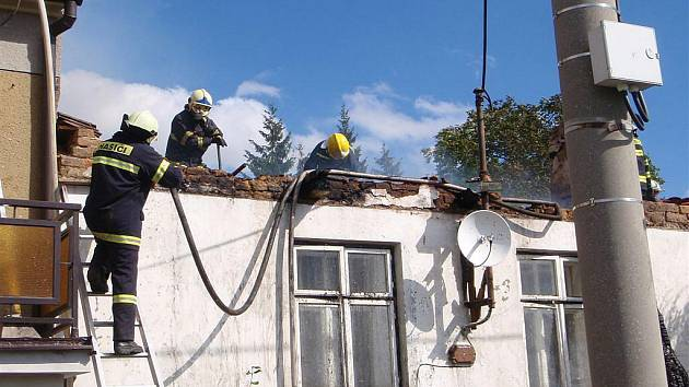 Požár střechy v Konici na Vyšehradě