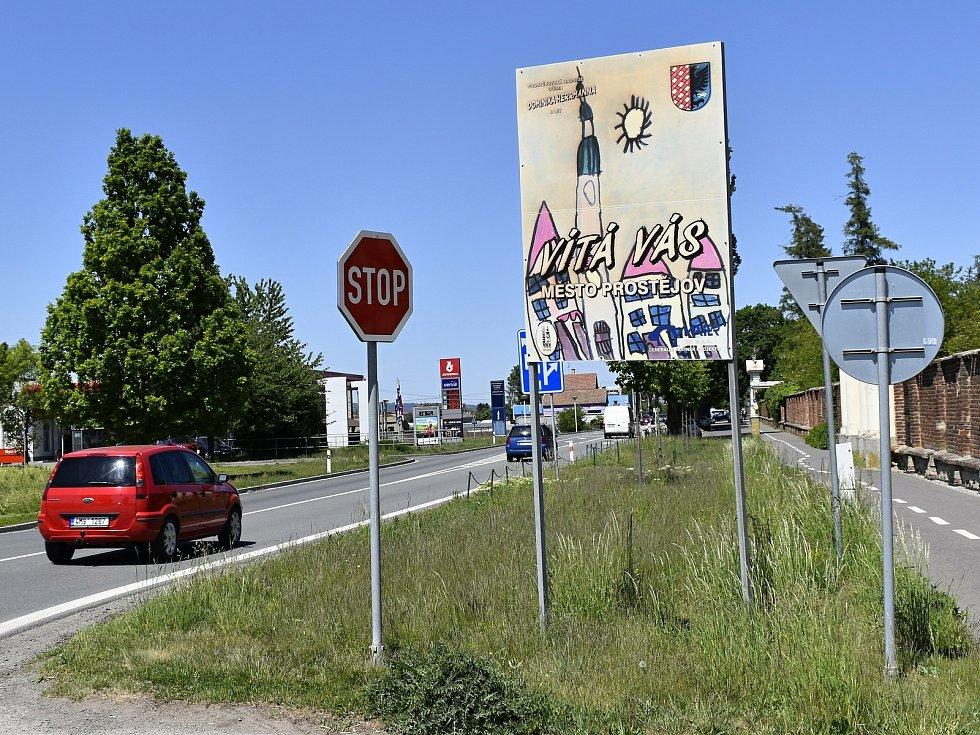 Stávající vítací tabule v Prostějově z roku 2011 mají být nahrazeny novými.