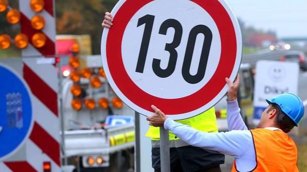 Zvýšení rychlosti na R46 na 130 km/h. Instalace značení u Brodku u Prostějova