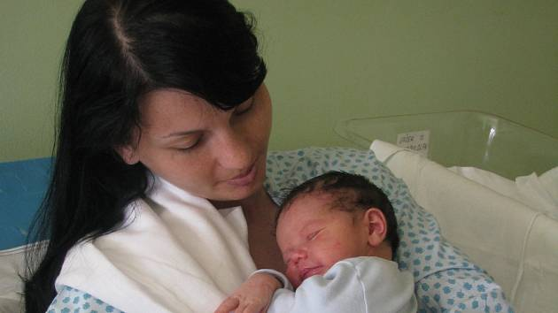 Jaroslav Jásek s maminkou Šárkou, 9. 7. 2008, 51 cm, 3850 g, Domamyslice
