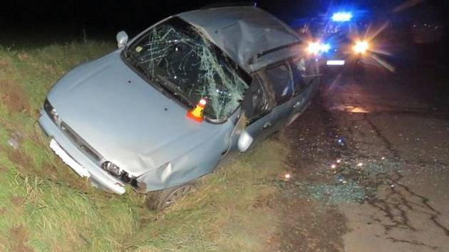 Opilý šofér u Ptení havaroval, policisté zjistili, že vůbec neměl řídit