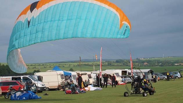 Paraglidisté se utkali o pohár krále Ječmínka
