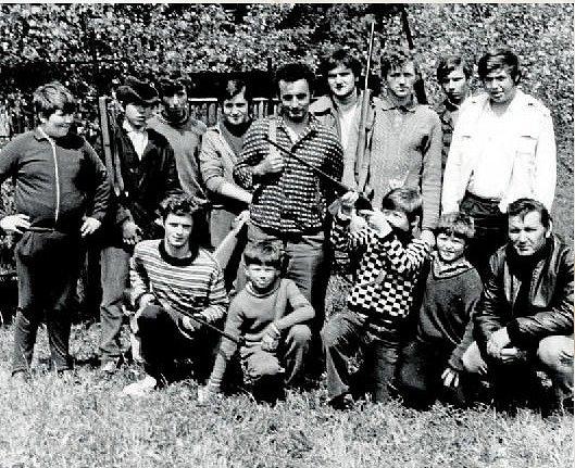 SVAZARM v roce 1973. Svazarm vznikl ve Zdětíně v roce 1954. Svou činnost ukončil v roce 1989. Střelnici a celý majetek v současnosti vlastní Biatlon klub z Prostějova.