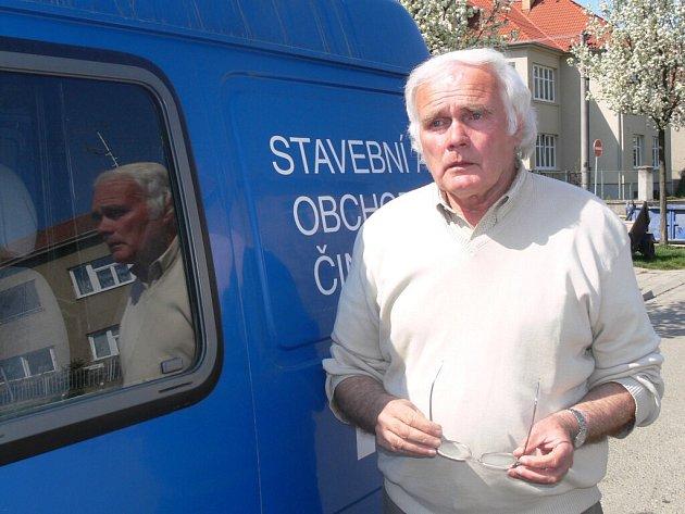 Jaroslav Krejčí tráví hodně času za volantem.