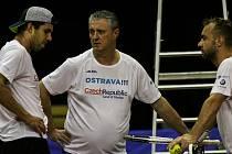 Trénink českých tenistů na Davis cup 2018 v aréně v Porubě. Zleva Jiří Veselý, Jaroslav Navrátil, Roman Jebavý