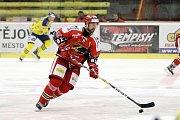 Prostějovští hokejisté (v červeném) prohráli v derby s Přerovem 1:2Tomáš Divíšek (Prostějov)