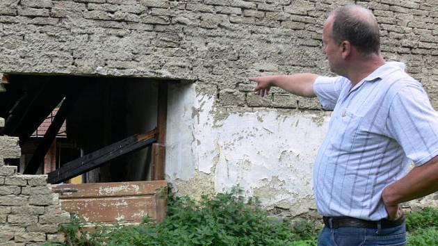 """""""Ten dům není k bydlení,"""" říká starosta Jaroslav Kröner."""