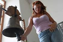 Zvony a zvonky ze světoznámé dílny Marie Tomáškové–Dytrychové z Brodku u Přerova jsou k vidění v síních vysokého zámku v Plumlově