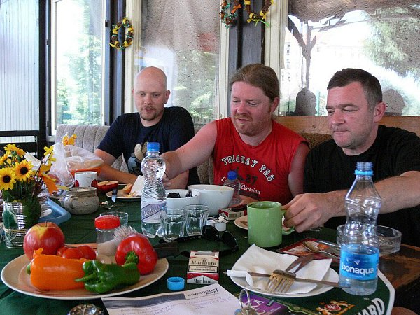 Irská kapela Sliotar na snídani vkempu Žralok