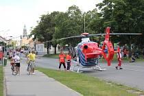 Vrtulník na Plumlovské! Muže zavalila zeď